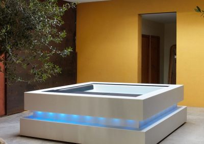 Above-ground hot tub / square / 5-seater / with integrated LED lighting